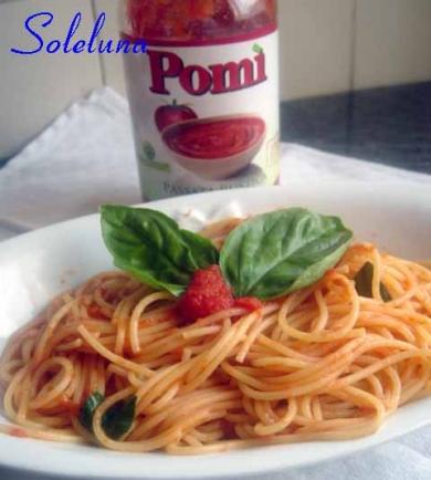 pasta, pomodoro, pomì, aglio, olio, basilico