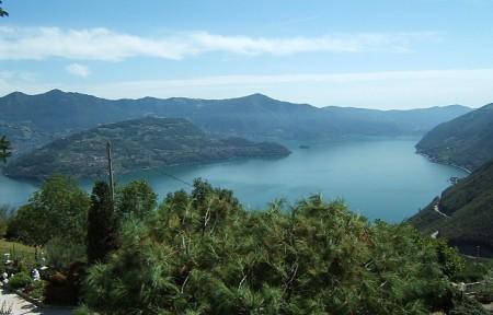 Montisola nel lago d'Iseo